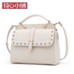 กระเป๋า Axixi พร้อมส่ง รหัส NM12140 สีขาว แต่งลายฉลุ รูปดาวหน้ากระเป๋า สวยค่ะ