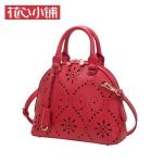 กระเป๋า Axixi พร้อมส่ง รหัส NM12204 สีแดง ลายฉลุ แบบยอดนิยมสวยค่ะ