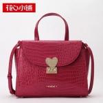 กระเป๋า Axixi พร้อมส่ง รหัส NM12000 สีแดง ลายหนังจรเข้ ที่ปิดกระเป๋ารูปหัวใจ เก๋ไก๋ น่าใช้ค่ะ