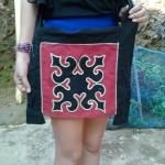 กระเป๋าผ้า ย่ามสะพาย ลายดอก สีแดง ขอบดำ มีลายสองด้าน ทั้งด้านหน้าและด้านหลัง