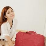 พร้อมส่ง กระเป๋าใส่เสื้อผ้าแฟชั่น PG สี แดง รายจุดสีขาว ใบใหญ่มีสายสะพายยาวให้
