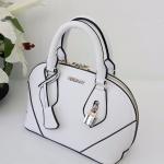 กระเป๋าแฟชั่น Berry bag พร้อมส่ง รหัส SUB0013WH สีขาว แต่งแม่กุญแจหน้ากระเป๋าสวยค่ะ