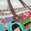 กระเป๋าผ้าอเมริกา สีสันสดใส ทรงสะพายข้าง สายหนังแท้ ใส่ของจุใจ มีช่องด้านใน ขนาด 30 x 30 cm (สินค้าฝากขาย ไม่บวกเพิ่ม ) thumbnail 3
