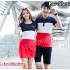 +พร้อมส่ง+ เสื้อคู่รักเกาหลี แฟชั่นคู่รัก ชายเสื้อคอปกแขนสั้น + หญิงเดรสแขนสั้น แต่งลายกรมขาวแดง สกรีนตัวเลขที่หน้าอก