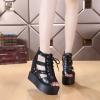 รองเท้าหุ้มส้นสไตล์เกาหลีสีดำ