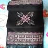 ผ้าพันคอ ปักลายสีโทนม่วงอ่อนพื้นสีดำ สีสดใส ขนาด ยาว 48x8.5 นิ้ว