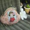 กระเป๋าปิ้กแป้กขนาด 7 cm ผ้าญี่ปุ่น ลายเด็กผู้หญิงควิลล์มือ สำหรับใส่เหรียญ ของจุกจิก (สินค้าฝากขาย ไม่บวกเพิ่ม )