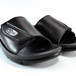 รองเท้าแตะหนัง ADDA 7C05 สีดำ 44-45