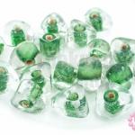 ลูกปัดแก้ว ทรงสามเหลี่ยม สีเขียวสอดไส้ (ใส) 9X10มิล(100กรัม)