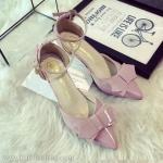 รองเท้าหนังสีชมพูติดโบว์