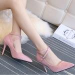 รองเท้าส้นสูงสีชมพู