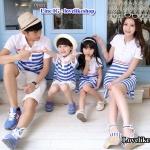 ชุดครอบครัวพร้อมส่ง เซตพ่อแม่ลูกชายลูกสาว ชายเสื้อ + หญิงเดรส+ เด็กชายเสื้อ+เด็กหญิงเดรส คอปกสีขาว แต่งลายสีฟ้าขาว