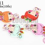 กระดุมไม้การ์ตูน เด็กผู้หญิงคาดหูกระต่าย 23x31 มิล(10ชิ้น)