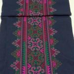 ผ้าปักผืนยาว โทนเขียวชมพู สีสันสดใส