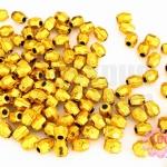 ลูกปัดพลาสติกเคลือบสีทอง ปล้องสั้นเจียรเหลี่ยม 4X5มิล(1ขีด/2,841ชิ้น)