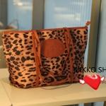 พร้อมส่ง กระเป๋าแฟชั่น Mikko ลายเสือ สีน้ำตาล แบบ Shopping bag แต่งขอบและแบรนด์ด้านหน้า สวยค่ะ