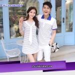 เสื้อคู่รัก ชายเสื้อยืดคอปก   + หญิงเดรสคอกลมพร้อมผ้าเน็คไทสีขาว แต่งลายน้ำเงินขาว +พร้อมส่ง+