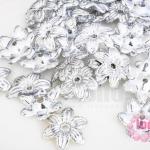 ลูกปัดพลาสติกเคลือบสีเงิน ดอกไม้ 14มิล (1ขีด/605ชิ้น)