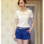 เสื้อแฟชั่นเกาหลีแขนสั้นเย็บตกแต่งช่วงไหล่และอก สีขาว เรียบหรู