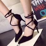 รองเท้าหนังส้นสูงสีดำ
