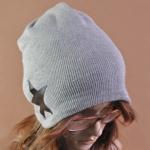 หมวกไหมพรมแฟชั่นเกาหลีพร้อมส่ง ทรงดีไซต์เก๋ ลายเรียบ แต่งด้านด้านข้าง หมวกสีเทา