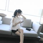 เสื้อทรงเชิตแฟชั่นเกาหลี เย็บแต่งแบบโชว์ไหล่ ผู้โชวที่ชายเสื้อสวยเก๋ สีขาว
