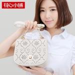 กระเป๋า Axixi พร้อมส่ง รหัส NM12074 สีขาว แบบสะพายข้างผู้หญิง แต่งลายฉลุ เก๋น่าใช้ค่ะ