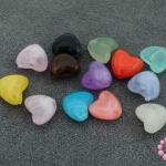 ลูกปัดพลาสติก หัวใจ คละสี 8X9มิล(1ขีด)