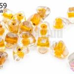 ลูกปัดแก้ว ทรงสามเหลี่ยม สีส้มสอดไส้ (ใส) 9X10มิล(1ขีด/100กรัม)