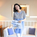 MK01020 เสื้อให้นมแฟชั่นเกาหลี สีฟ้า (เสื้อ+กางเกง) เนื้อผ้าดี มีซิปด้านหน้าเปิดให้นมลูกและ ปั๊มนมลูกได้สะดวก มาพร้อมกางเกงสีขาว กางเกงสามารถปรับขนาดได้ ใส่ได้ตอนท้อง ถึงหลังคลอด