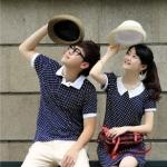 เสื้อคู่รักเกาหลี ชุดคู่รัก ชายเสื้อยืดแขนสั้นคอปก + หญิง เดรสแขนสั้นคอปก แต่งสีกรมลายจุด +พร้อมส่ง+