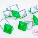 เป็กติดเสื้อ ทรงสี่เหลี่ยม สีเขียว 12 มิล(10ชิ้น)