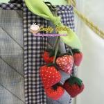 ตุ้งติ้งสครอเบอรี่ ใช้ห้อยกระเป๋า เป็นพวงกุญแจ น่ารักสไตล์ญี่ปุ่นค่ะ ขนาด ยาว 16 ซม