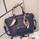 กระเป๋าแฟชั่นเกาหลีพร้อมส่ง รหัส SUIF0155BK สีดำ มีผ้าพันหูกระเป๋า สวยค่ะ