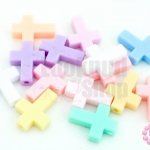 ลูกปัดพลาสติก สีพาลเทล ไม้กางเขน คละสี 13X17มิล(1ขีด)