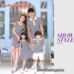 พ่อแม่ลูกสาว เซต3ตัว เสื้อคู่รัก ชายเสื้อคอปก + เดรสแขนสั้นเว้าไหล่ จั้มเอว แต่งลายดำขาว +เด็กสาวเดรส+พร้อมส่ง+