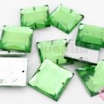เพชรแต่ง สี่เหลี่ยม สีเขียว มีรู 16มิล(10ชิ้น)