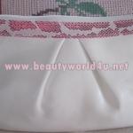 กระเป๋าเครื่องสำอาง sisley สีขาว