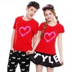 เสื้อยืดคู่รัก แฟชั่นคู่รัก ชาย + หญิง เสื้อยืดแขนสั้น แต่งสกรีนลายหัวใจสีชมพู เสื้อสีแดง +พร้อมส่ง+