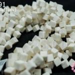 หินปะการัง สีขาว ทรงลูกเต๋า 8มิล (จีน) (1เส้น)