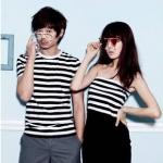 ชุดคู่รักเที่ยวทะเล  ชายเสื้อยืดคอกลมลายดำขาว + หญิง เดรสเกาะอกลายดำขาว กระโปรงสีดำ  +พร้อมส่ง+