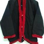 เสื้ออิวเมี่ยน สีดำ เดินพู่สีแดง กระดุมหน้า น่ารักมาก