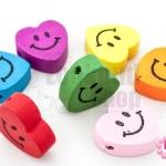 กระดุมไม้การ์ตูน หัวใจยิ้ม คละสี 17X17มิล (10ชิ้น)