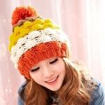 หมวกไหมพรมแฟชั่นเกาหลีพร้อมส่ง ทรงดีไซต์เก๋ แต่งจุกสีแดง หมวกลายขนมชั้นสีแดงขาวเหลืองน้ำตาล