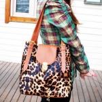 กระเป๋าแฟชั่นสไตส์เกาหลี รุ่นกระเป๋าถือสะพายข้าง ดีไซต์เก๋ แต่งลายเสือ มีซิบด้านหลัง พร้อมส่งค่ะ