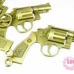 จี้ปืนลูกโม่ ทองเหลือง ขนาด 68x53 mm. ราคา 35 บาท