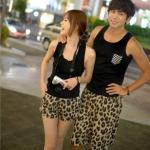 ชุดคู่รักเที่ยวทะเล เสื้อผ้าแฟชั่น ชาย + หญิงเสื้อกล้ามสีดำ กางเกงขาสั้นลายเสื้อ +พร้อมส่ง+