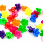ลูกปัดพลาสติก สีขุ่น ดอกไม้ คละสี 10มิล(1ขีด)