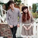 ชุดคู่รัก เสื้อคู่รักเกาหลี เสื้อผ้าแฟชั่น ชายเสื้อเชิ้ตแขนยาวโทนดำขาว + หญิง เดรสแขนยาวลายสก๊อต จั้มเอว โทนน้ำตาลขาว  +พร้อมส่ง+