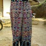 กางเกงผ้าปักอิวเมี่ยน ลายปักมือล้วน สีเหลืองแดงสดใส